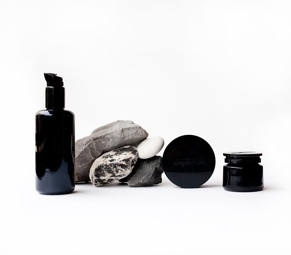 botes de crema con piedras