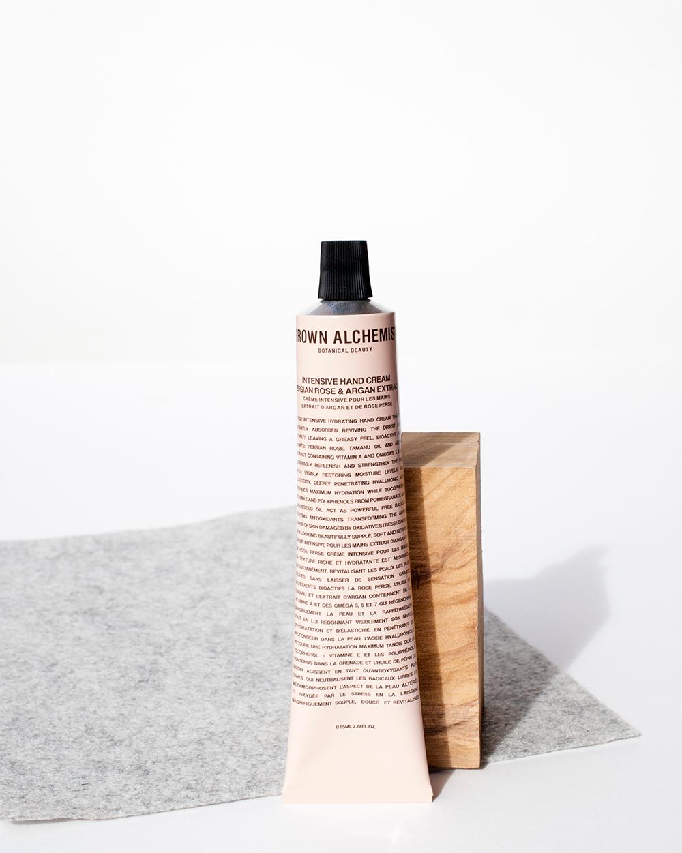 tubo de crema con fieltro de fondo