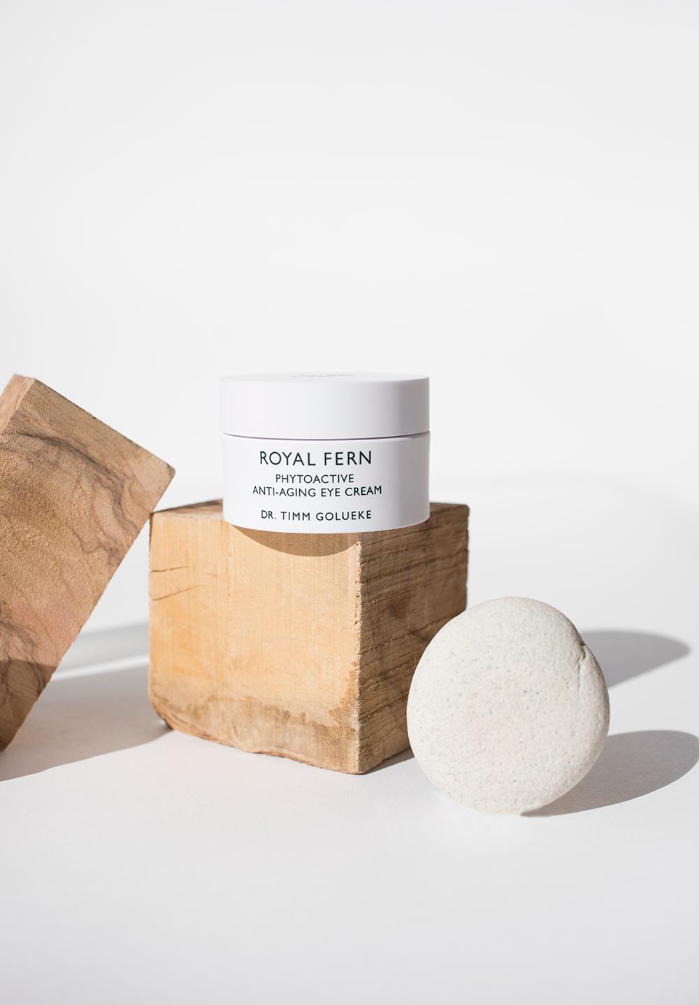 bote de crema con tacos de madera