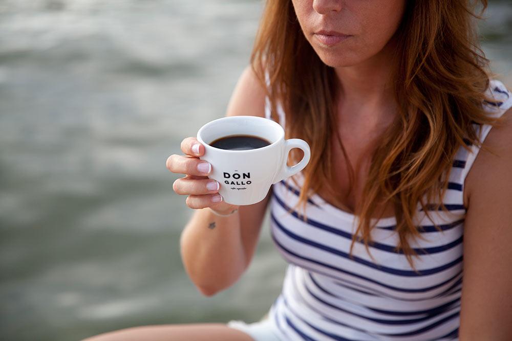 taza de cafe frente a la albufera