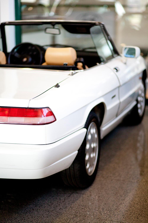coche antiguo blanco