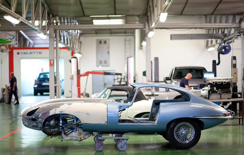 taller de reparación de coches, coche antiguo