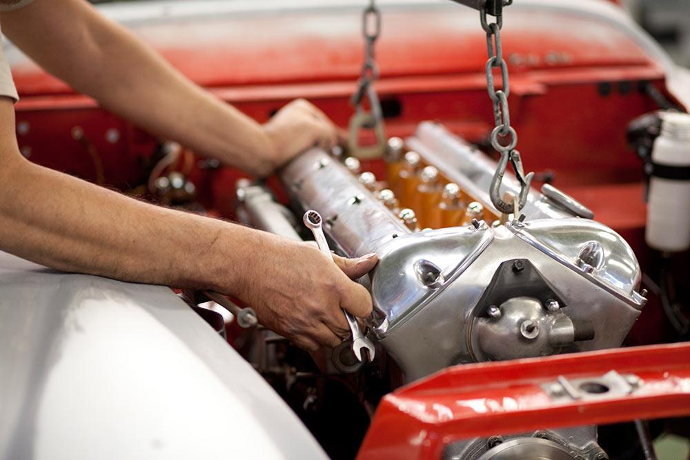 motor de coche antiguo, grupo Ibérica