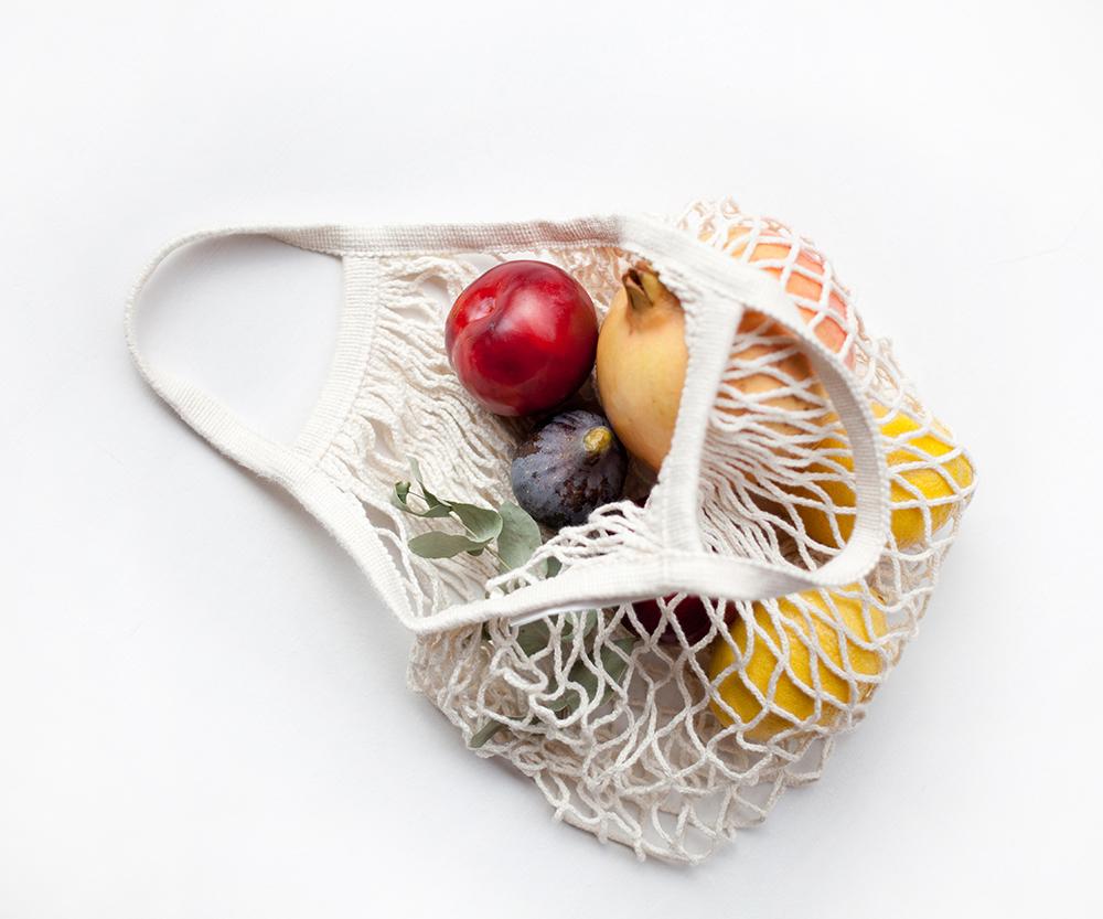 cesta de compra con fruta