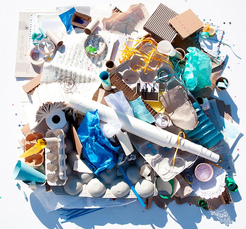 bodegón de cartón y papel, juego no estructurado, loose parts