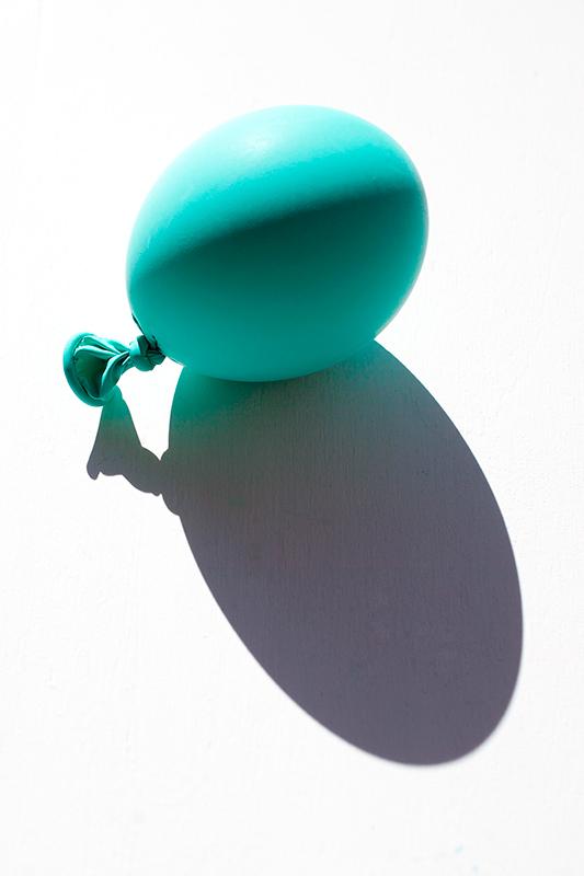 globo hinchado azul turquesa