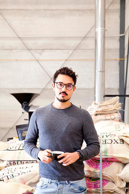 Carlos Ríos fotografiado para café secreto