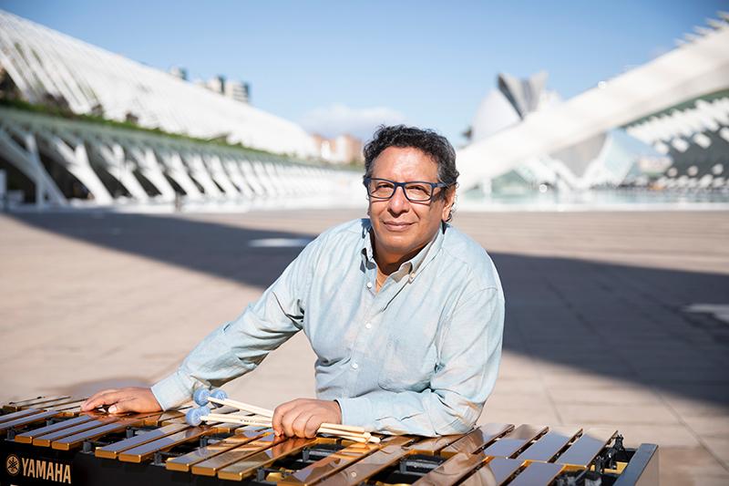 Victor Mendoza y su vibrafono de Yamaha en CAC